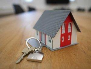 ¿Quién debe asumir los gastos de la vivienda familiar?